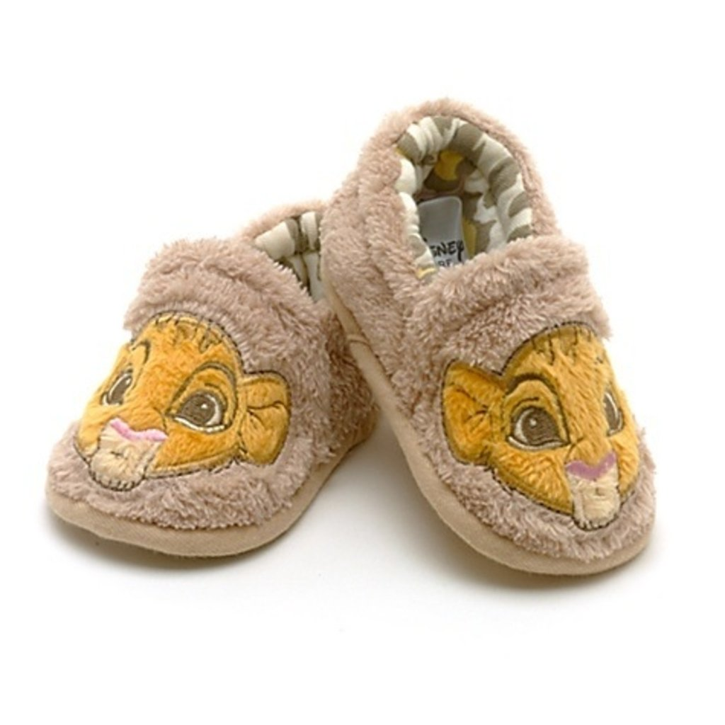 perfect chaussons chaussons peluche doux simba le roi lion with gigoteuse roi lion. Black Bedroom Furniture Sets. Home Design Ideas