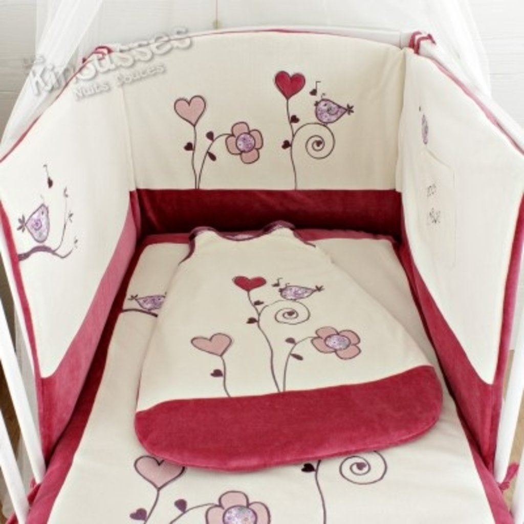 ensemble tour de lit gigoteuse pas cher tour de lit hello kitty alice with ensemble tour de lit. Black Bedroom Furniture Sets. Home Design Ideas